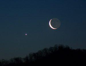 crescent-moon-Venus-600x466
