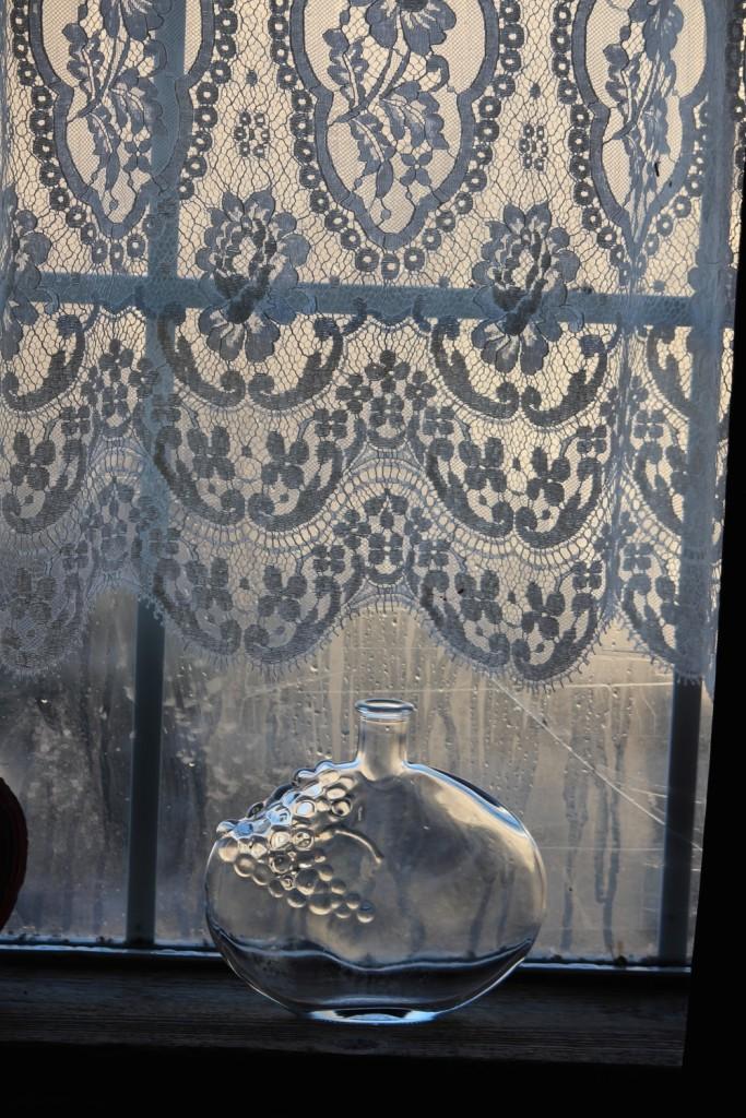 lace_drapes_window